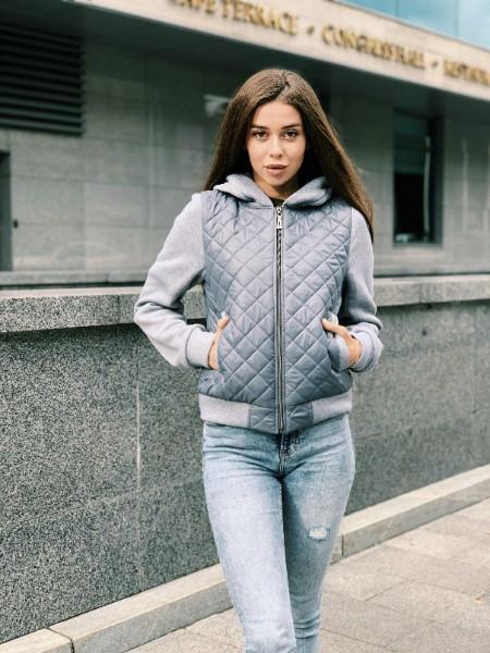 Женская стильная короткая куртка,серого цвета