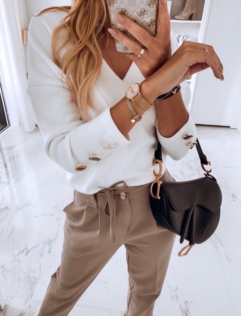 Женская модная кофточка белая