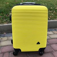 Пластиковый чемодан на колесах Fly 61 л (средний)
