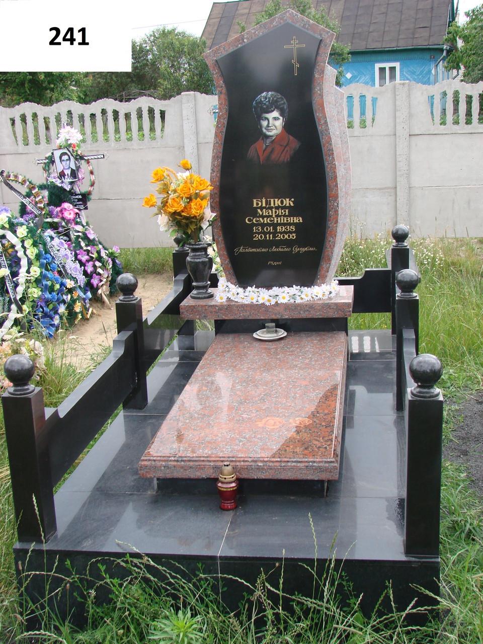 Елітний комплекс пам'ятник з граніту закритий квітник з огорожею