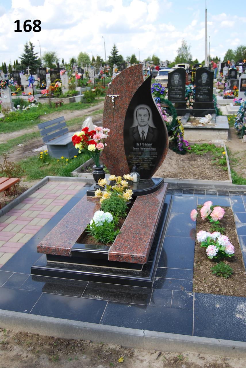 Одинарний пам'ятник на могилу із граніту та подвійна надгробна плита