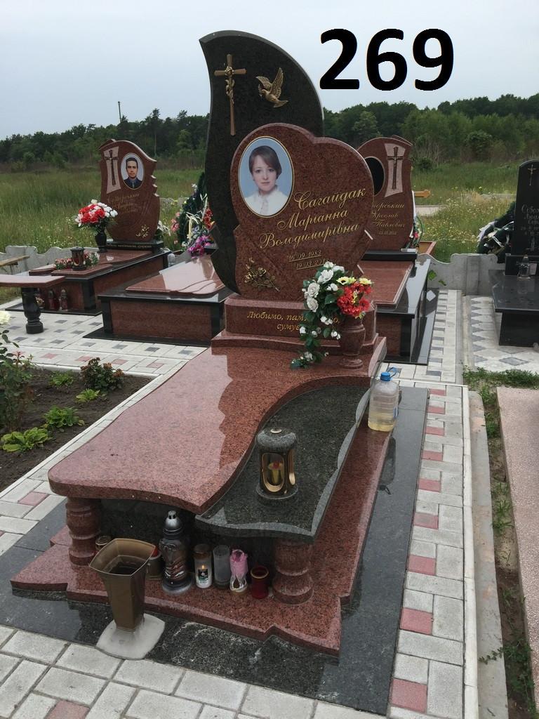 Ексклюзивний пам'ятник на могилу у вигляді серця з граніту лізник