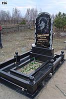 Одинарний пам'ятник з огорожею з чорного граніту