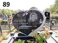 Горизонтальний чоловічий пам'ятник на могилу з деревом із граніту