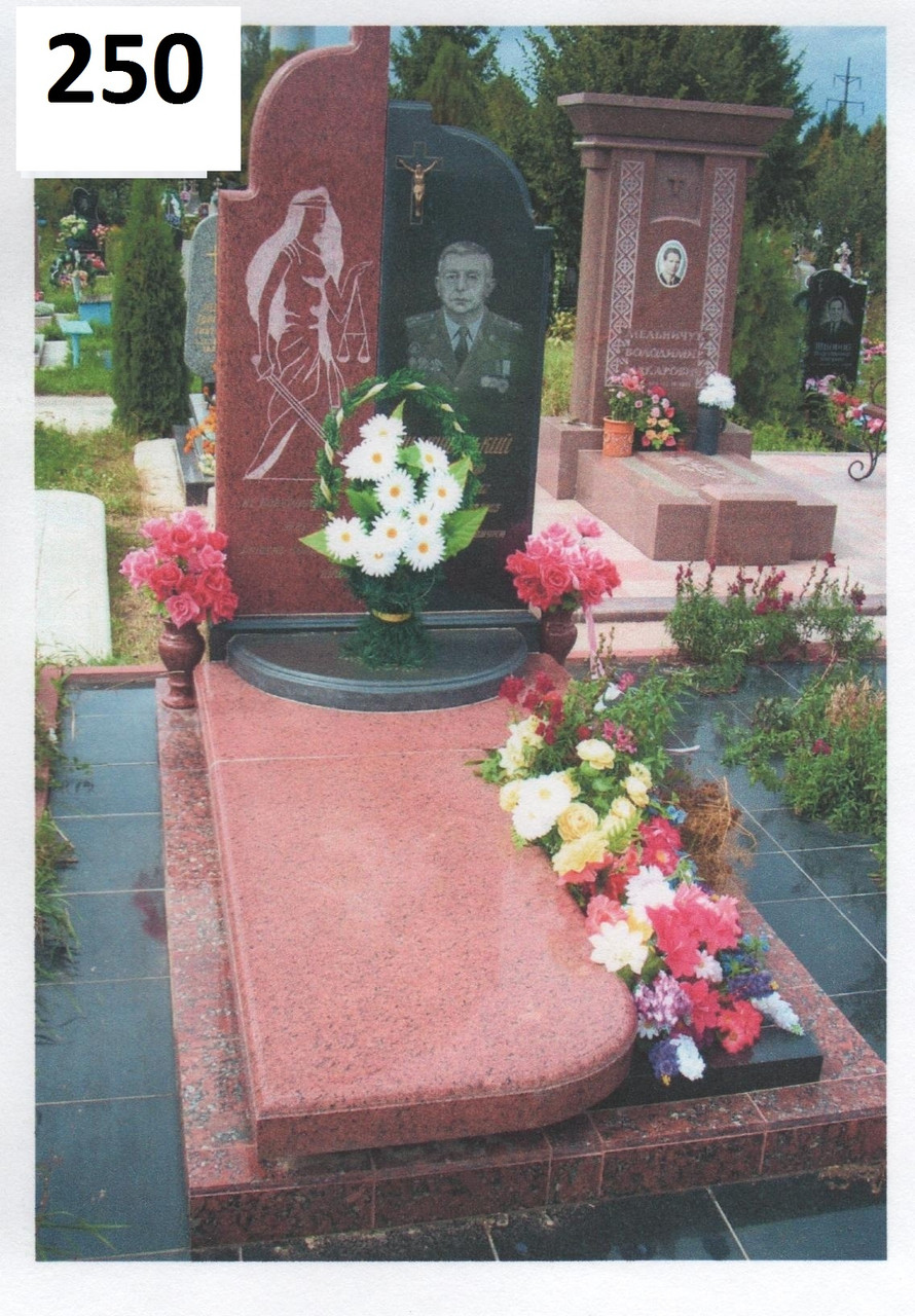 Елітний комплекс пам'ятник з граніту: лізник, габро. Для чоловіка намогилу.