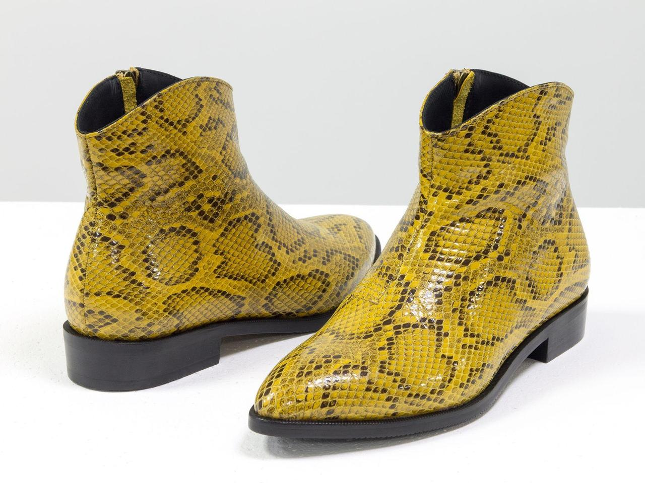 """Стильные ботинки с удлиненным носиком из эксклюзивной итальянской горчичной кожи """"рептилия """""""