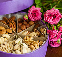 Подарочная коробочка на 8 орешков, 400 г