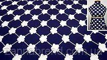 Ткань темно-синяя креп-костюмка с белым цветочным принтом