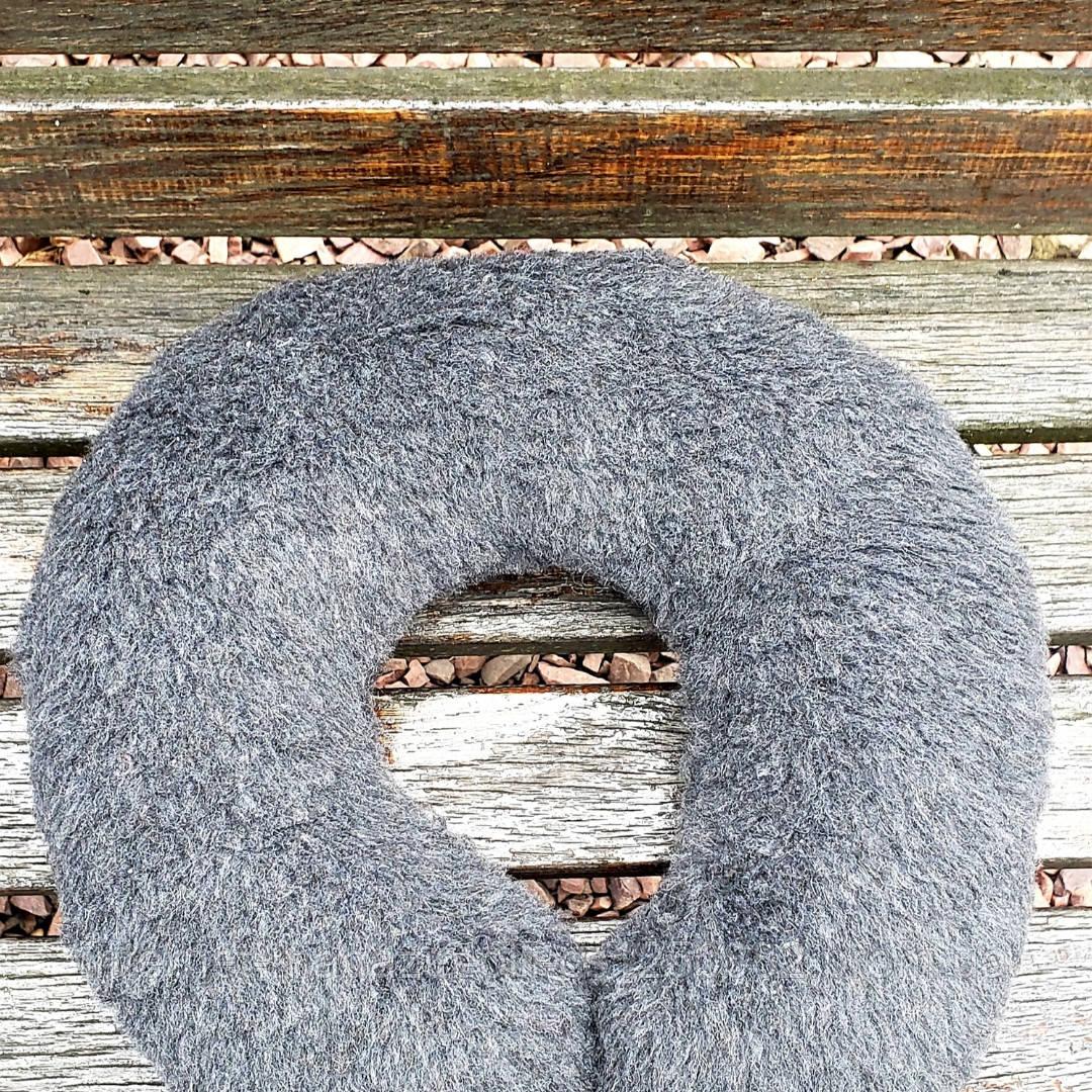 Подушка рогалик под голову из овчины серый
