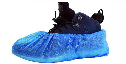 непромокаемые бахилы поверх обуви