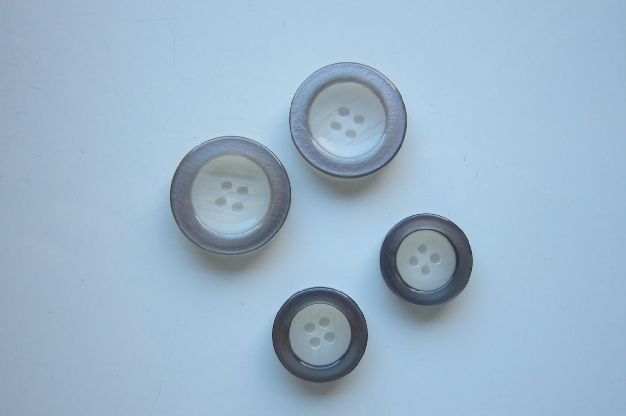 Гудзик 2,4см та  1.8см колір молочний перламутр з сірим ободком