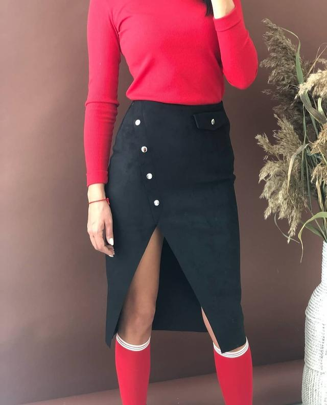 Стильная юбка из замша на дайвинге с имитацией запаха