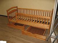 Детская кровать с защитными бортиками Карина