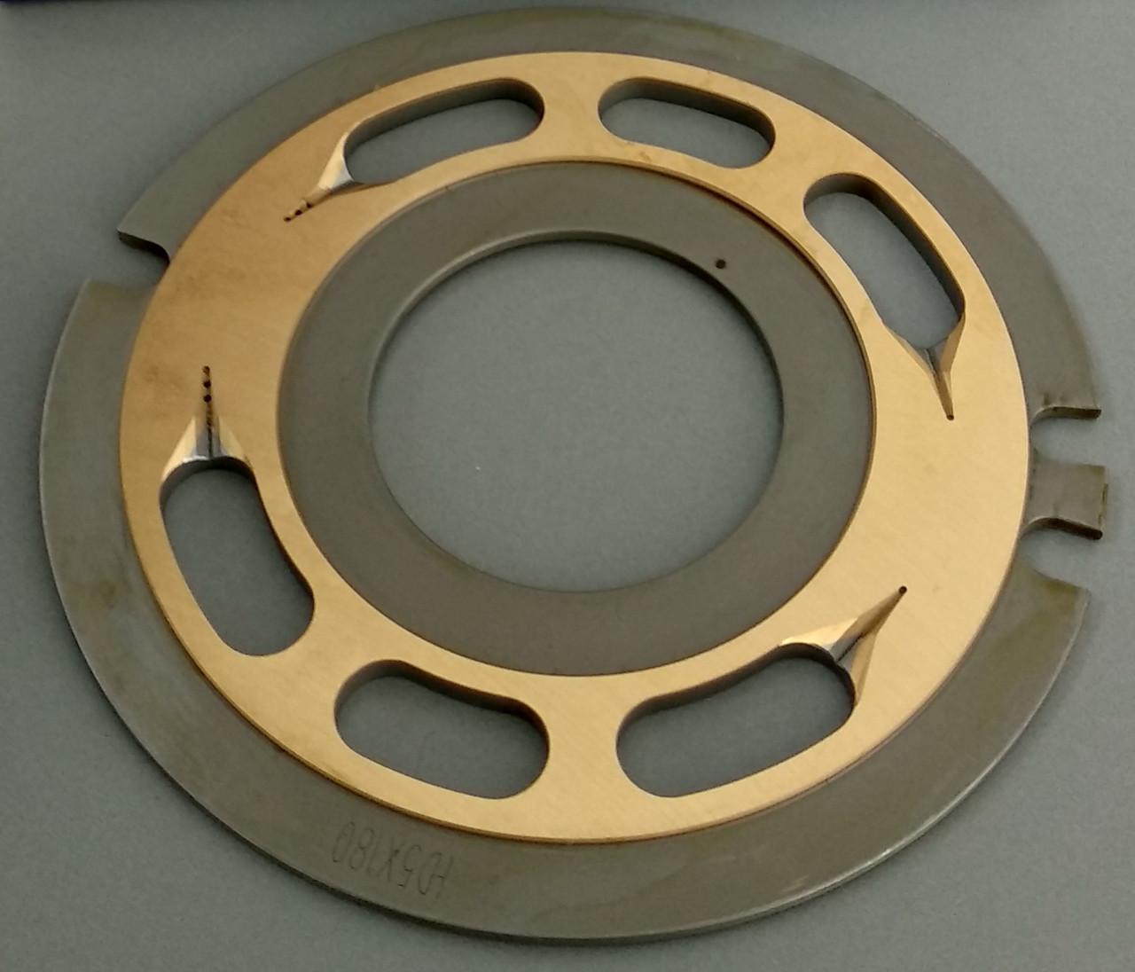 0816210 Распределительная шайба гидромотора поворота Kawasaki M5X180 (гидромотор Hitachi 4621174 / 4616985)