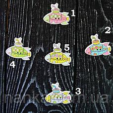 Деревянная пуговица 5 цветов, Подводная лодка 3х2,5 см для скрапбукинга, рукоделия  и др. - 1 шт, фото 2