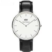 Часы наручные Daniel Wellington с кожаным ремешком