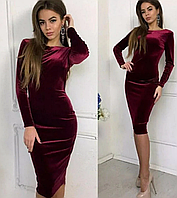Облегающее бархатное платье с открытой спиной