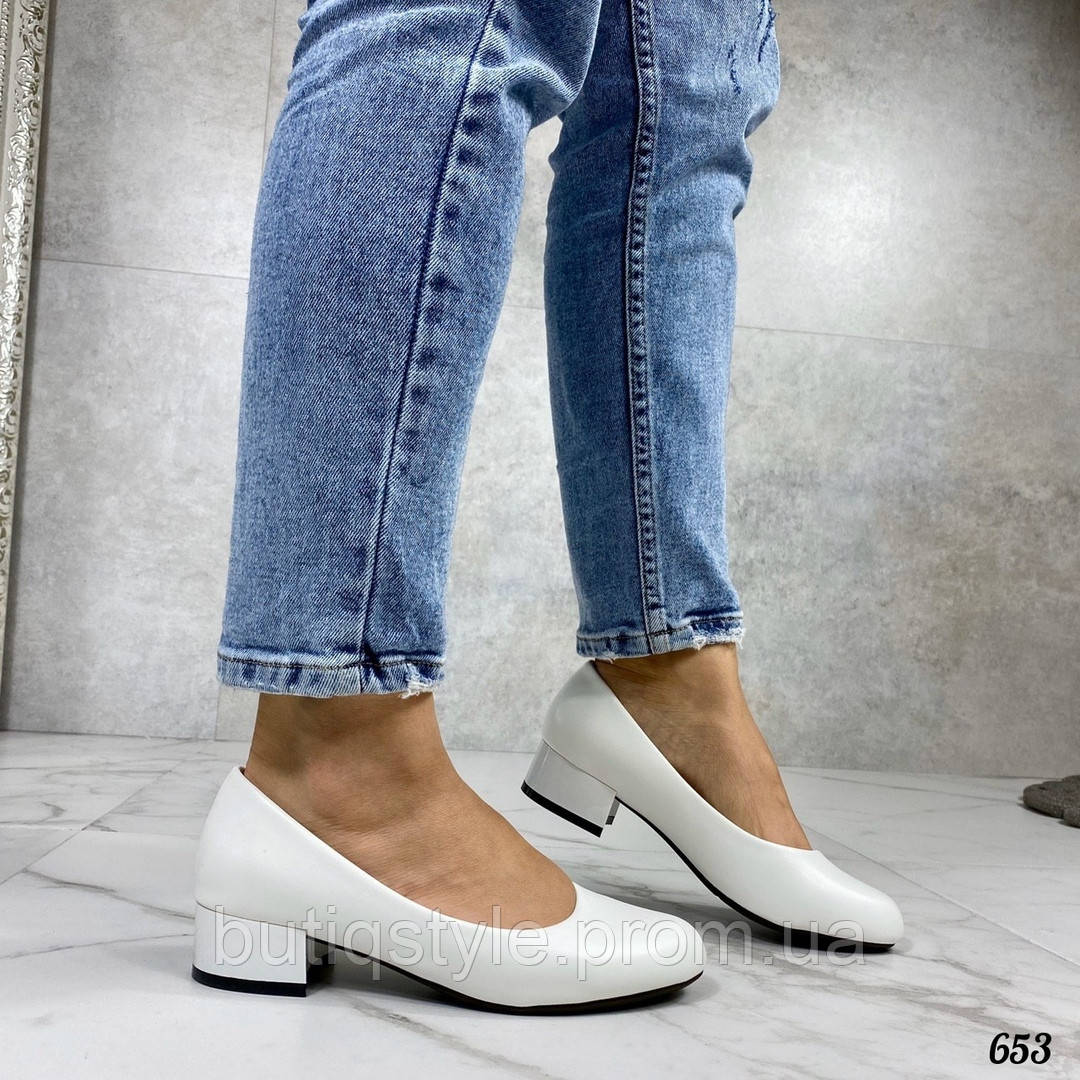 Женские белые туфли эко-кожа на маленьком каблуке
