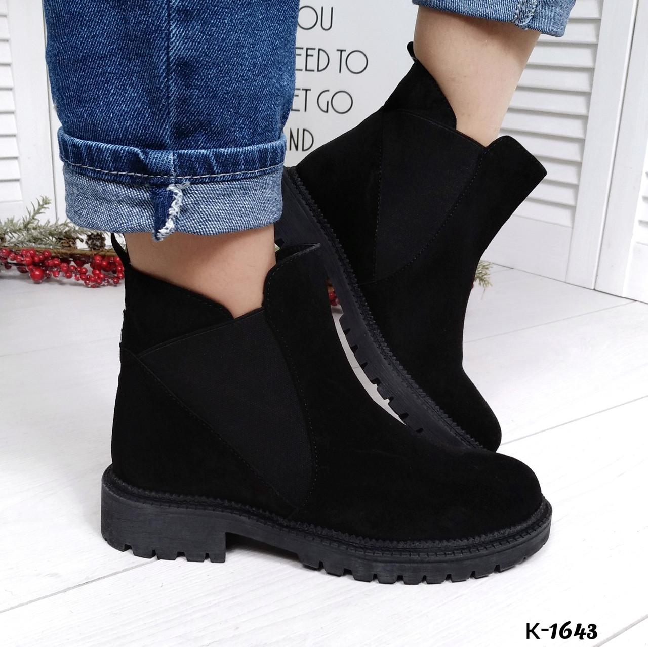 Женские демисезонные ботинки в черном цвете из натуральной замши