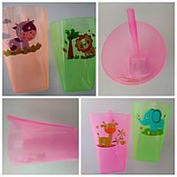 Пластиковый стакан с трубочкой