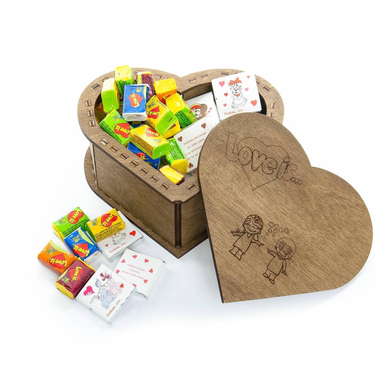 "Подарочный набор-шкатулка ""Love is"" микс шоколадки + жвачки"