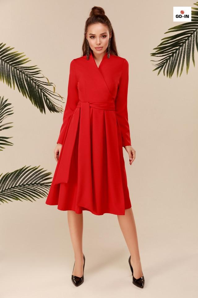 Довге плаття з пишною спідницею з поясом червоне