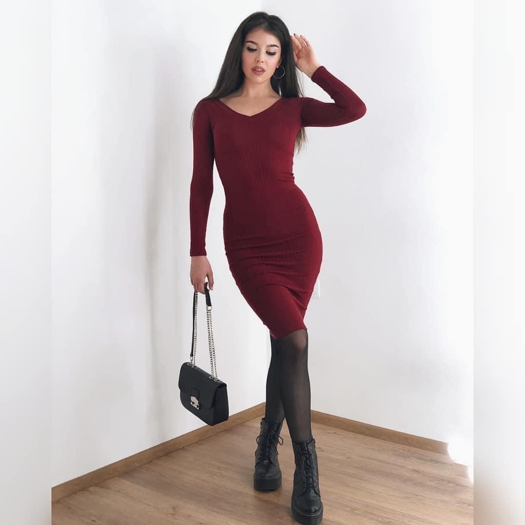Облегающее женское платье в классическом стиле