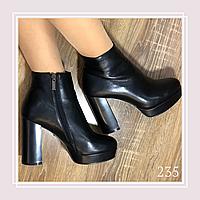 Женские демисезонные ботинки на платформе и высоком устойчивом каблукечерная кожа