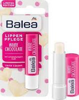 Бальзам для губ Balea White Chocolate.