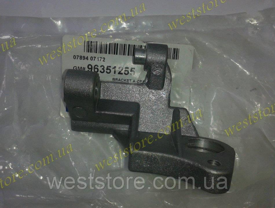 Кронштейн датчика положения коленвала Daewoo Lanos Ланос 1.6 Nubira ,GM 96351255
