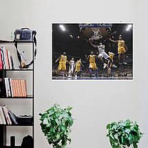 "Постер ""Баскетболисты Lakers в прыжке у корзины"". Размер 60x40см (A2). Глянцевая бумага, фото 3"