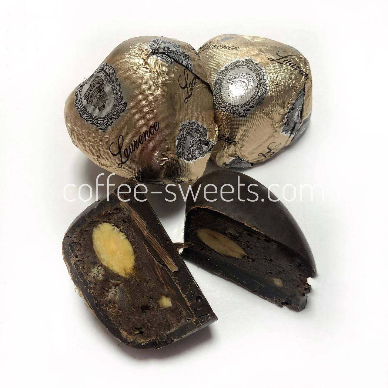 Шоколадні цукерки Laurence серце с миндалем Греція