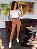 Комплект: Облегающие брюки карго коричневого цвета с белой футболкой