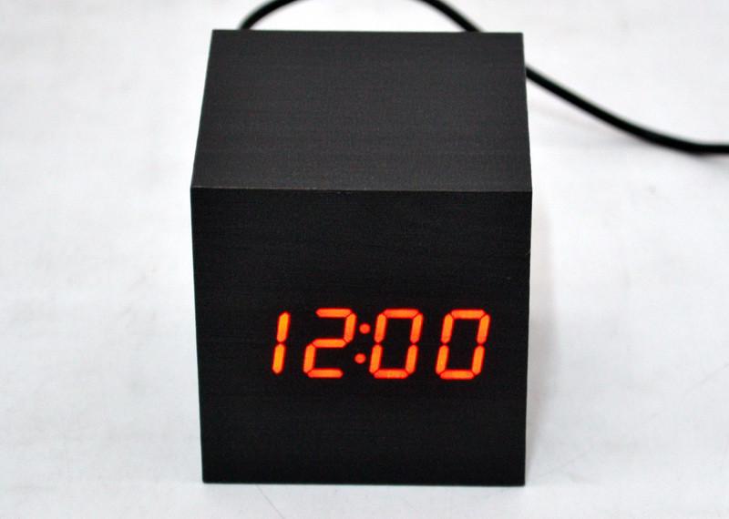 Настольные электронные часы в деревянном корпусе  VST-869