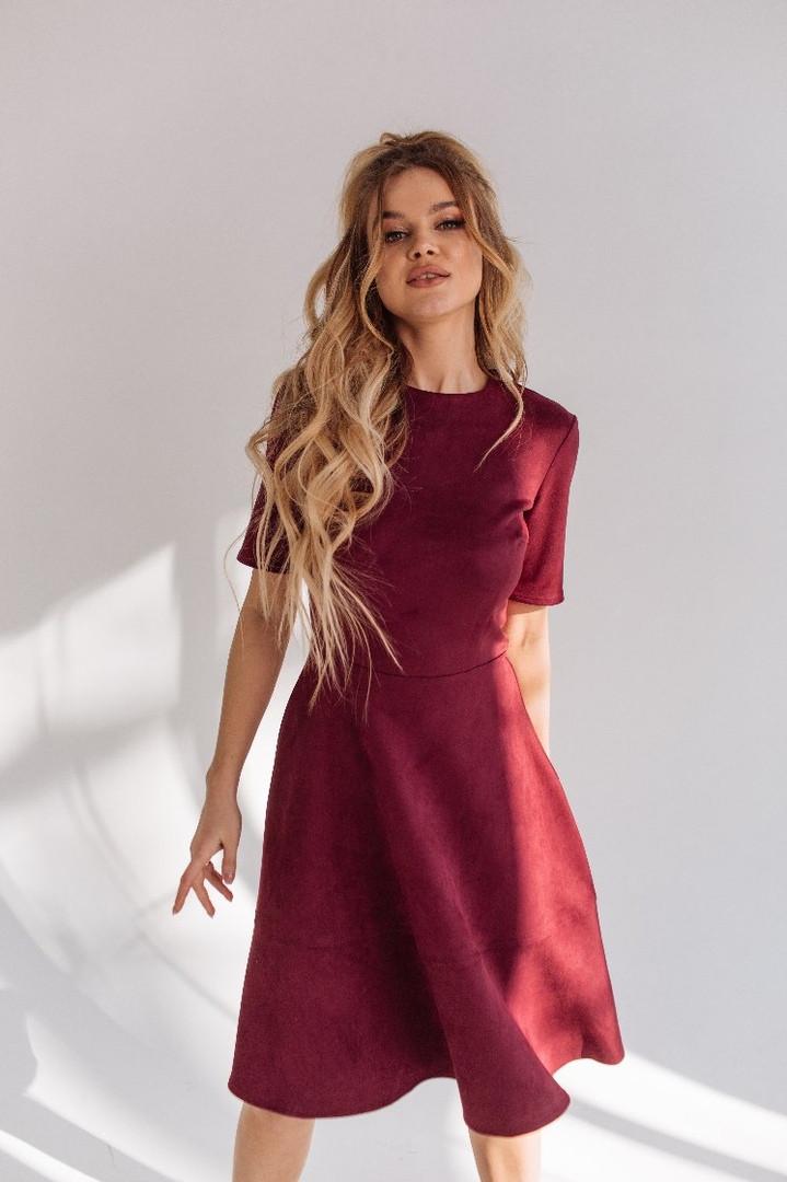 """Приталенное замшевое платье А-силуэта """"Amie"""" с коротким рукавом"""