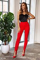 Женские классические брюки зауженного кроя с фиксировынными стрелками красные