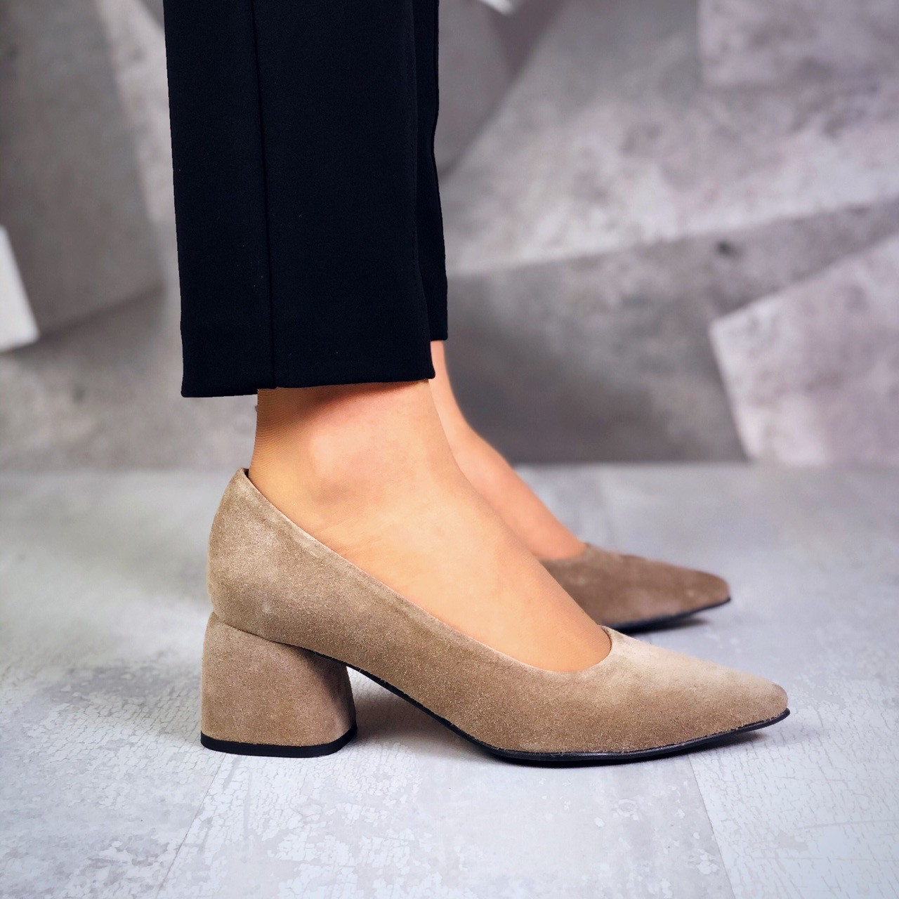 Шикарные замшевые туфли на каблучке 36-40 р латте