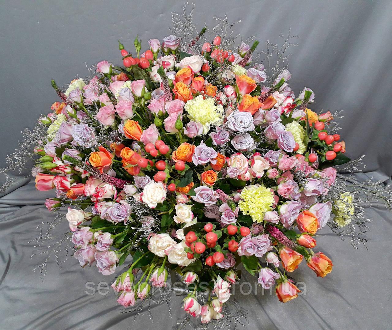 Букет микс №1 из розы спрей с экзотикой