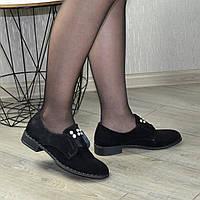 Туфли замшевые женские на маленьком каблуке, декорированы жемчугом. 37 размер