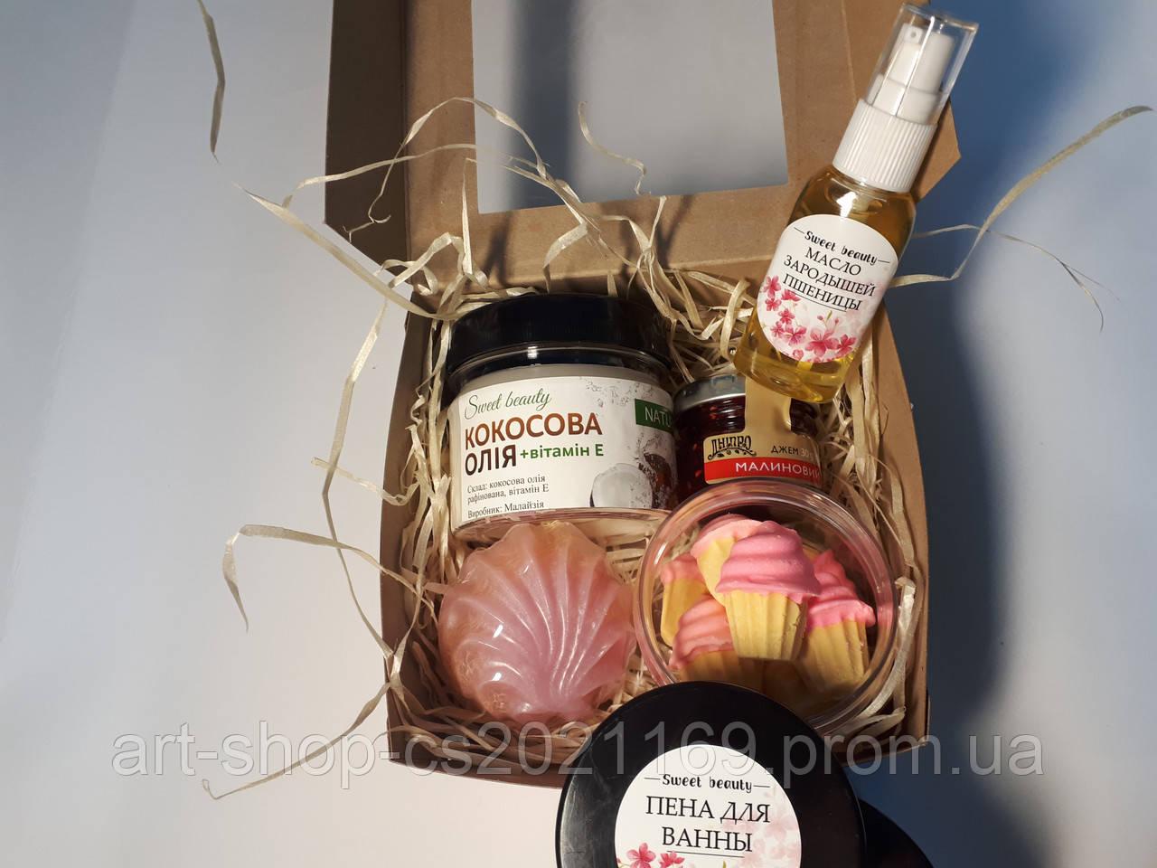 Подарочный набор с мылом ручной работы и сладостями