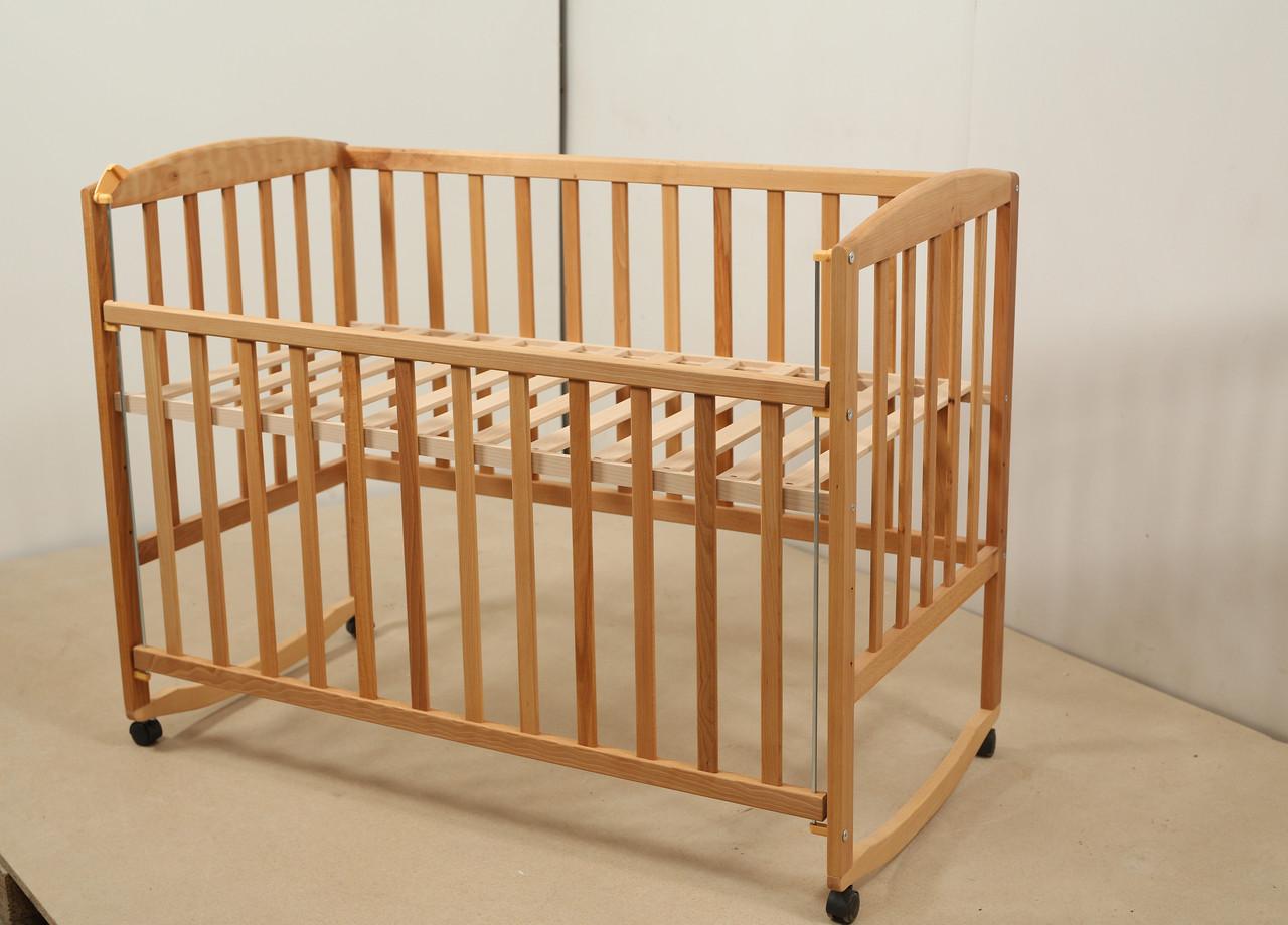 Кровать «AMELI» с подвижной боковиной с дугами и колесами (600 * 1200) Бук)