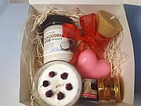 Подарочный набор косметики со сладостями