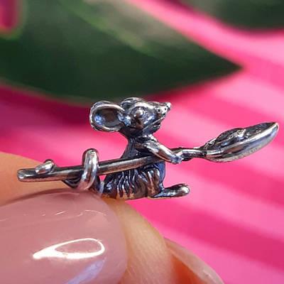 Срібний сувенір Мишка годувальниця - Сувенір Мишка з ложкою срібло