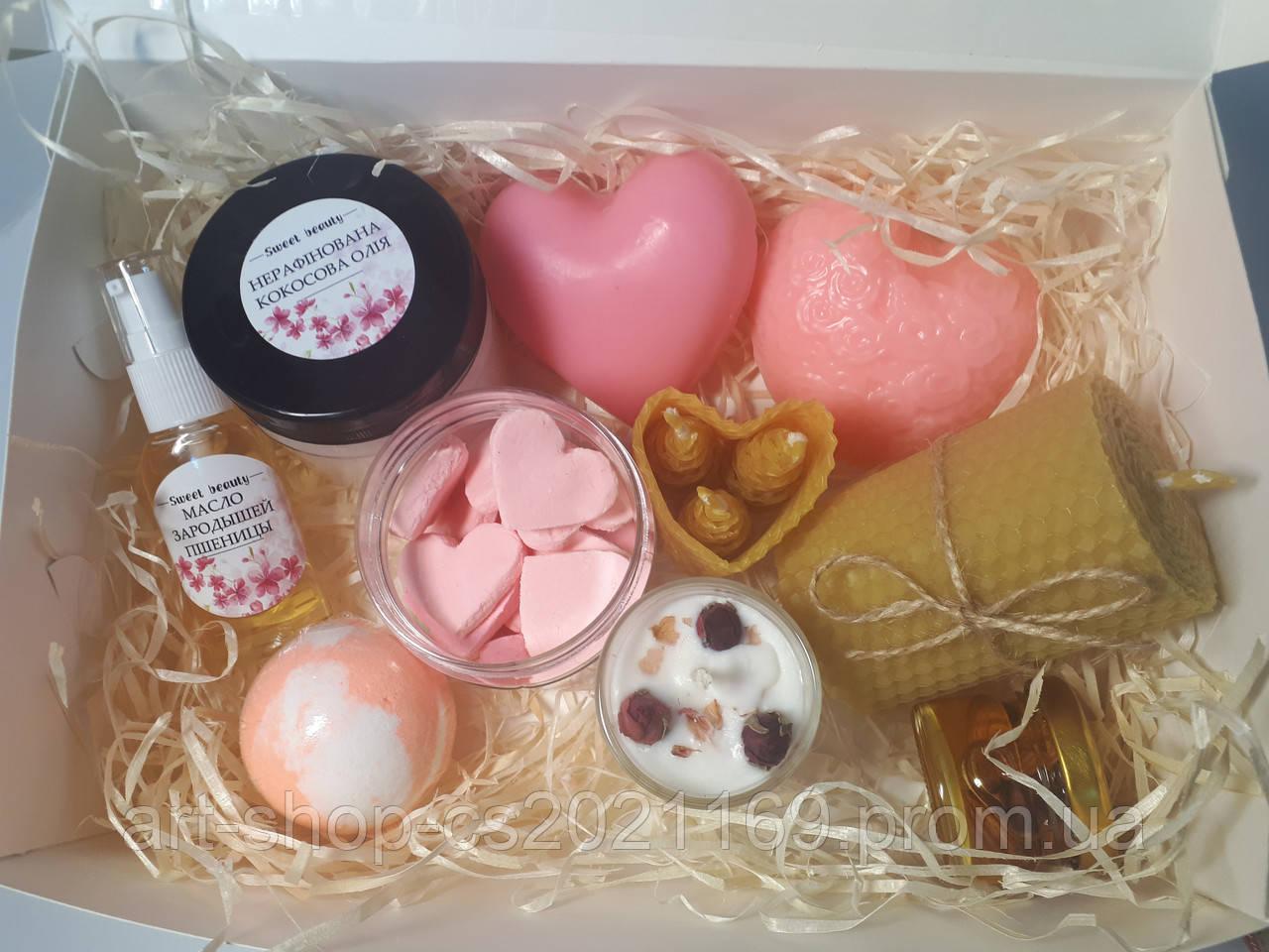 Подарочный набор любимой со свечами и сладостями