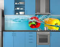 Пластиковый кухонный фартук ПВХ Сладкий перец в воде, Самоклеящаяся стеновая панель для кухни, голубой