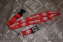 Шнурок на шею для ключей Toyota красный