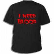 Молодёжная футболка с прикольной надписью на груди I Need Blood
