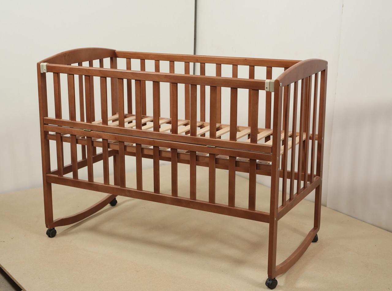 Кровать «AMELI» с откидной боковиной, дугами и колесами (600 * 1200) (Венге)