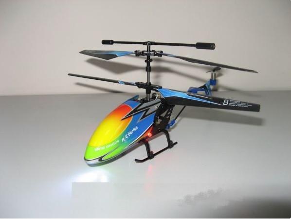 Маленький вертолет на радиоуправлении