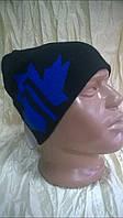 Удлинённая спортивная шапка  мужская двойной вязки  цвет черный с синим